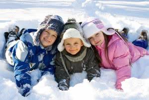 дети на снегу