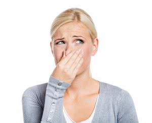 при молочницы возможны выделения с неприятным запахом