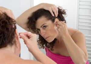 При ушном кандидозе чистит уши надо аккуратно