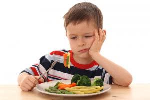 Безвкусная еда - один из симптомов кандидозного глоссита языка