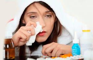 больная девушка со слабым иммунитетом