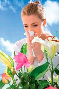 Женщина болеет аллергией