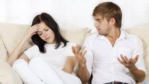 Мужчина и женщина скандалят