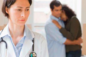 Бесплодная женщина у врача